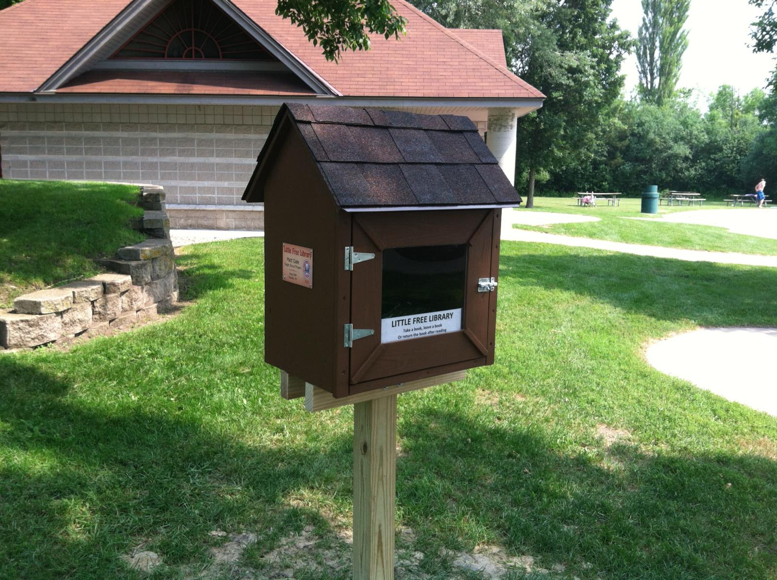 Little_Library_2013